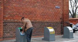 Kto podrzuca śmieci na Starówce?