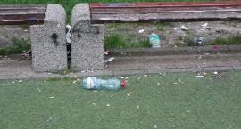 Internauci alarmują: Czy ktoś dba o to miejsce? Wszędzie śmieci, puste butelki, pety i szkło