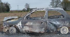 Auto spłonęło na drodze - makabryczne odkrycie strażaków! [FOTO]