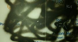 Ataki na biuro poselskie posłów PO. Mocny komentarz Arkadiusza Myrchy! [FOTO]