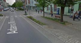 Samochód najechał na leżącego mężczyznę! Policja prosi o pomoc świadków