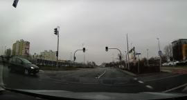Wypadek na Grudziądzkiej. Kierowca przejechał na czerwonym świetle [WIDEO]