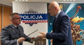 Zaleski przekazał policjantom prawie 700 tysięcy złotych. Na co pójdą pieniądze? [WIDEO]