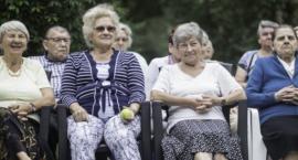 """Sprawdzony pomysł z zachodu także u nas! Seniorzy otrzymają """"bransoletki zdrowia"""""""