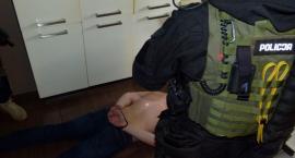 Napad na mężczyznę w Toruniu. Przestępcy przystawili mu rewolwer do głowy! [FOTO, WIDEO]