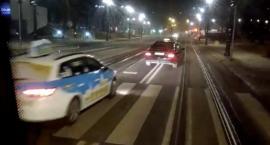 """""""Czy ruch taksówek na pasie tramwajowo-autobusowym jest konieczny?"""" - pyta nasz czytelnik [WIDEO]"""