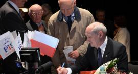 Macierewicz przyjedzie do Torunia tuż przed rocznicą katastrofy smoleńskiej. Dlaczego?