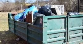 Góra śmieci po sprzątaniu Doliny Drwęcy. Co znaleźli uczestnicy akcji? [FOTO]