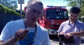 Próbował spalić kukłę Rydzyka przed Radiem Maryja. Zajmie się nim prokuratura? [WIDEO]