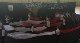 Tak uczniowie z Grębocina tańczyli z flagami [FOTO]