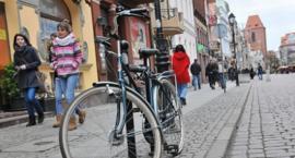 """Kierowcy na starówce lekceważą rowerzystów? """"Ta sytuacja przelała czarę goryczy"""" - pisze czytelnik"""