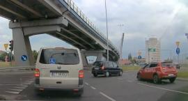 Groźna kolizja w okolicach nowego mostu drogowego w Toruniu [WIDEO]