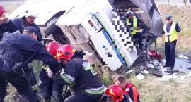 Tragiczny wypadek autokaru na DK 91. Nie żyją dwie osoby [FOTO]