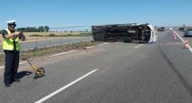 Wypadek na autostradzie. Dwie osoby trafiły do szpitala [FOTO]