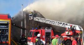 Uwaga! Pożar dachu karczmy Siwy Dym [WIDEO]
