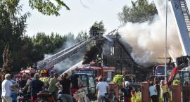 Kilkadziesiąt zastępów straży pożarnej w akcji. Tak płonęła słynna karczma Siwy Dym [FOTO]