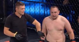 Kontrowersyjny YouTuber z Torunia zadebiutował w klatce MMA [WIDEO]