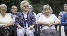 Samotni seniorzy będą bezpieczni dzięki teleopiece domowej