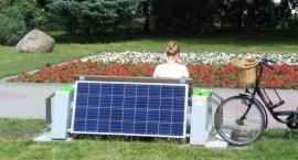W Toruniu pojawiła się ławka solarna za 18 tysięcy złotych. Jak działa? [FOTO]
