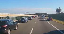 Wzorowe zachowanie kierowców na autostradzie A1 [WIDEO]