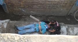 Niebezpieczny wypadek na placu budowy. Mężczyzna wpadł do 10 metrowego wykopu [FOTO]