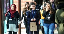 Uniwersytet Mikołaja Kopernika zapłaci zagranicznym studentom za naukę