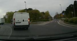 Jak poprawnie przejechać samochodem przez to toruńskie rondo? [WIDEO]