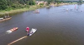 Łódka z ludźmi przewróciła się do góry dnem na Wiśle
