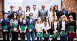 Powiat toruński nagradza prymusów. Rekordowa liczba przyznanych stypendiów