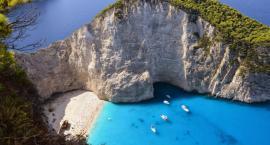 Wakacje z błękitnymi lagunami i białymi skałami wokół? Czas na Zakynthos