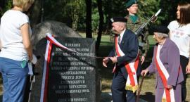 Pod Toruniem odsłonięto tablicę pamiątkową poświęconą pilotom z II wojny światowej [FOTO]
