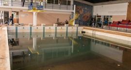 Tak wygląda opustoszały basen przy Bażyńskich [FOTO]
