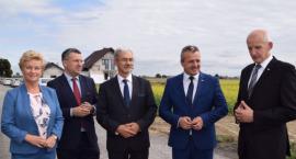 Minister rządu Mateusza Morawieckiego odwiedził gminę pod Toruniem. Chodzi o ważną inwestycję [FOTO]