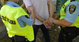 Grupa mężczyzn zaatakowała na starówce przypadkowych przechodniów