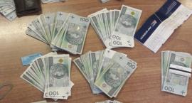 Policjant przebieraniec. Mieszkanka Torunia wyrzuciła pieniądze przez okno [WIDEO]