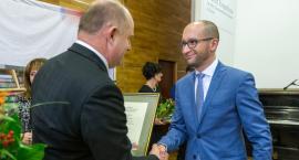 Marszałek wynagrodził wybitnych nauczycieli i zasłużonych pedagogów [FOTO]