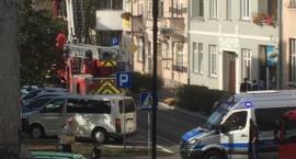 Blokada ulicy, straż z wysięgnikiem. Akcja służb ratunkowych w Toruniu [PILNE]