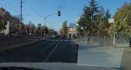O włos od tragicznego wypadku na przejściu dla pieszych w Toruniu [WIDEO]