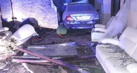 Co za wypadek! W regionie rozpędzony samochód wjechał do sali bankietowej [FOTO]