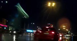 Niebezpieczna sytuacja w deszczowe popołudnie w Toruniu [WIDEO]