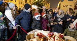Torunianie spotkali się na miejskiej wigilii na Rynku Nowomiejskim [FOTO]