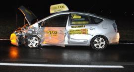 Groźne zderzenie samochodu ciężarowego z taksówką z toruńskiej korporacji [FOTO]