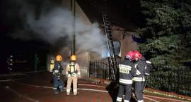 Pożar domu pod Toruniem. Akcja strażaków w sylwestrowy poranek [FOTO]