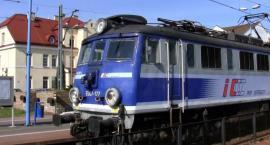 Szarpanina, gaz łzawiący i panika wśród pasażerów. Duże zamieszanie w pociągu!