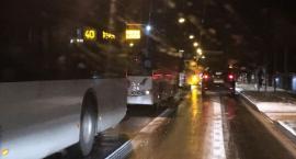 Dziwna sytuacja w Toruniu. Kilka autobusów MZK na awaryjnych blokuje ruch...