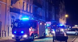 Pożar mieszkania w Toruniu. Ewakuacja mieszkańców kamienicy [FOTO]