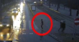 Mężczyzna skoczył ze starego mostu w Toruniu. Czy rozpoznajesz tę osobę? [WIDEO]