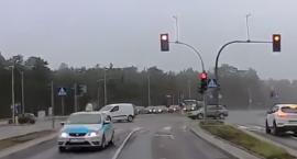 Nieodpowiedzialna jazda toruńskiego taksówkarza. Jechał pod prąd [WIDEO]