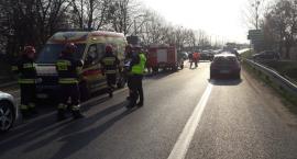 Karetka z pacjentem zderzyła się pod Toruniem z samochodem [FOTO]