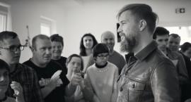 Tomasz Organek nagrał protest song z obywatelskim przesłaniem [WIDEO]